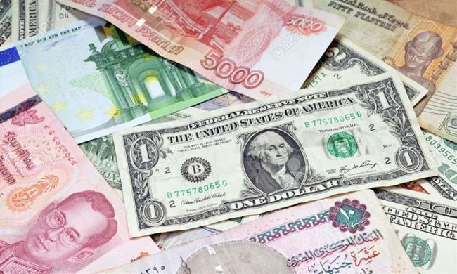 تباين أسعار العملات الأجنبية في بداية تعاملات اليوم
