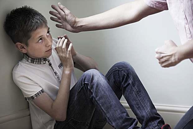 هل ضرب الأولاد لتعليمهم الخطأ من الصواب حرام؟.. الإفتاء تجيب