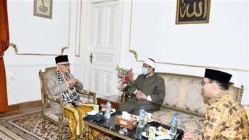 رئيس مجلس علماء المسلمين فى أندونيسيا: الناس سكارى إلا العلماء