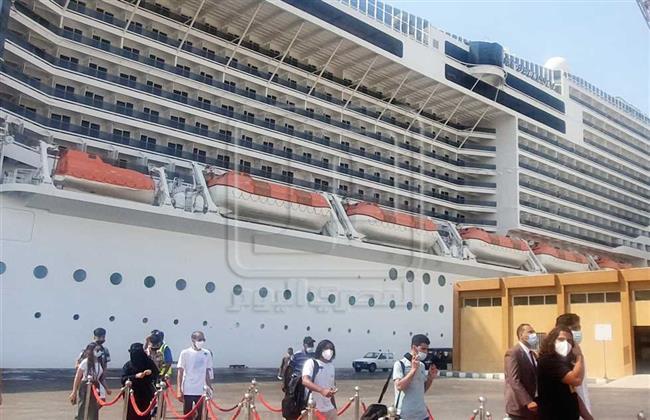 وصول ٧٠٠ سائح سعودى على متن أول رحلة بحرية بميناء سفاجا