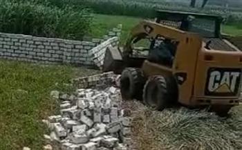 إزالة 8 حالة تعدي بالبناء المخالف علي الارض الزراعية ببني سويف