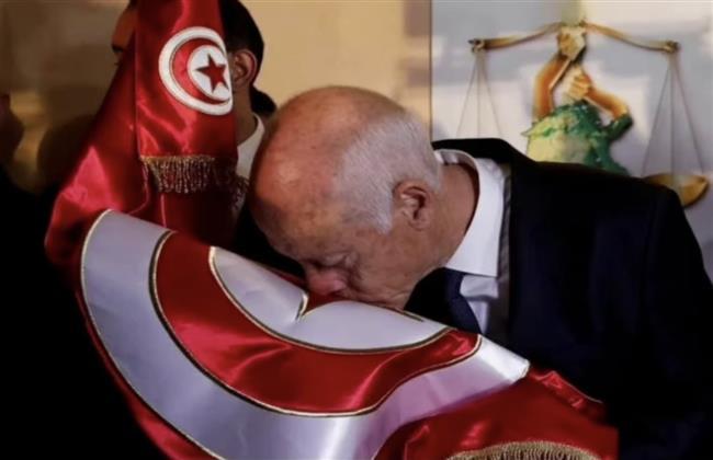 تونس.. حكاية استرداد وطن مختطَف منذ عشر سنوات