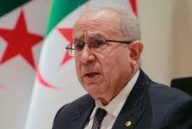 وزير خارجية الجزائر: العالم العربي يحتاج إلى نهضة فكرية وسياسية