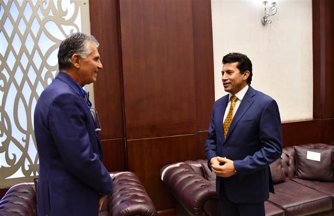 وزير الرياضة يلتقي المدير الفني للمنتخب الوطني لكرة القدم