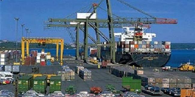 تداول 310 شاحنات و6 آلاف طن بضائع بموانئ البحر الأحمر