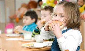 مع اقتراب الدراسة.. نصائح الصحة للأمهات لتغذية الأطفال بشكل سليم