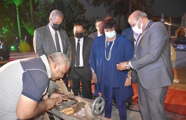 وزيرتا الثقافة والتجارة تسلمان شهادات تخرج الدفعة الأولى من صنايعية مصر