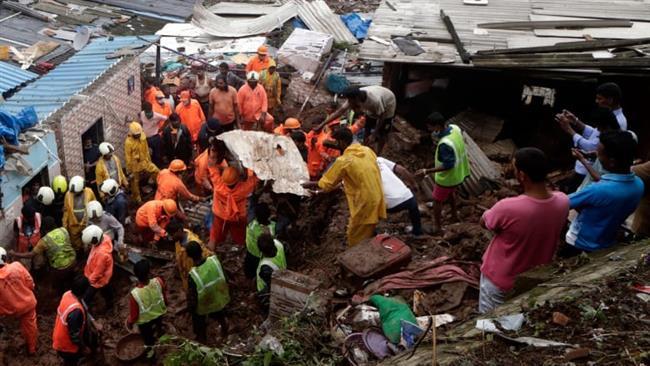 مصرع صحفى وفقدان مسعف خلال محاولة إنقاذ فيل عالق فى نهر بالهند