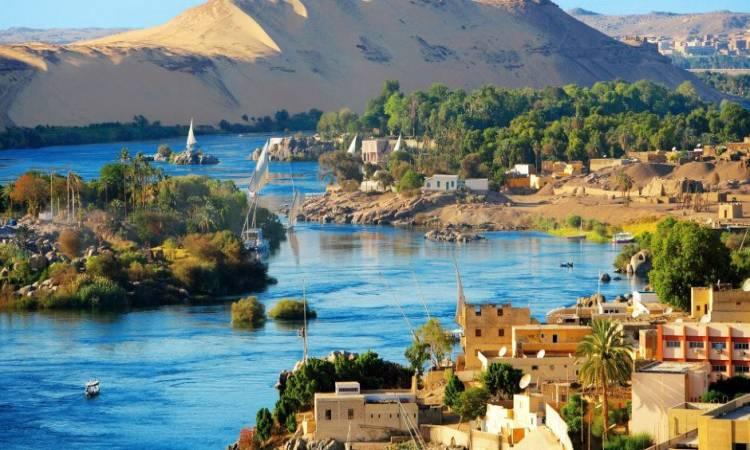 شاهد|| مصر تغنى بالعربى والنوبى.. أهلا بكم على أرض الذهب