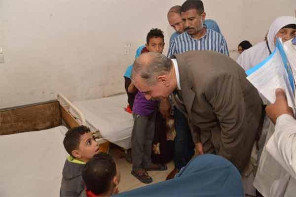 محافظ أسيوط يزور مسشتفى ديروط المركزي للإطمئنان على حالة المصابين بالتسمم