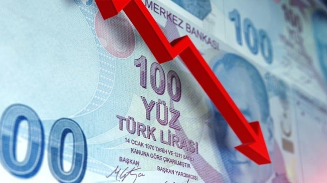 إقالة رئيس المركزي التركي يجعلها تحتضر.. «الليرة» في حيرة